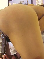 This European mature slut loves to play