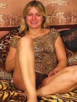 This horny mature slut loves her dildo