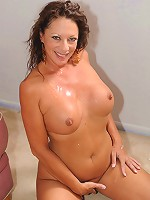 Older slut takes cock in her experienced cunt!
